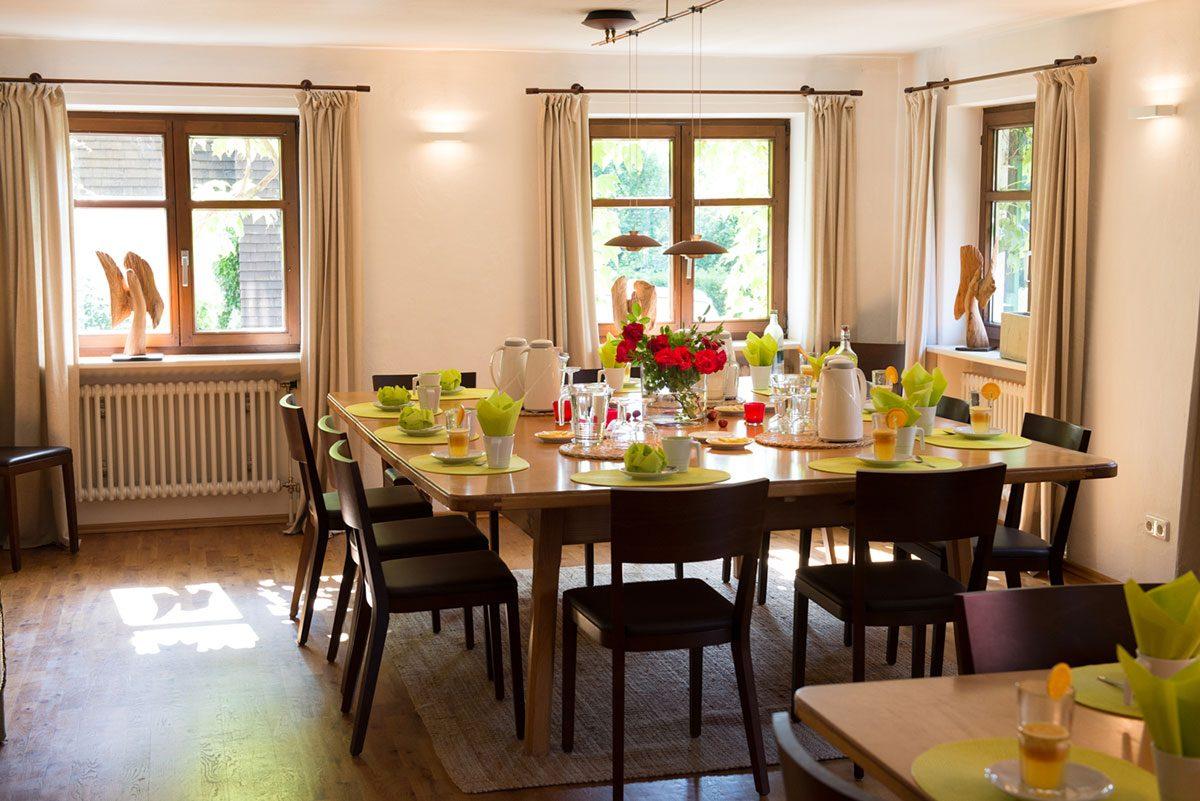 Interieur Fotografie Gastraum mit gedeckten Tischen |Felix Krammer Fotografie