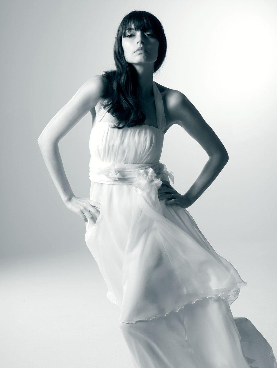 Model Kristina Tulinius posiert im Brautkleid für Natascha Wiebking |Felix Krammer Fotografie