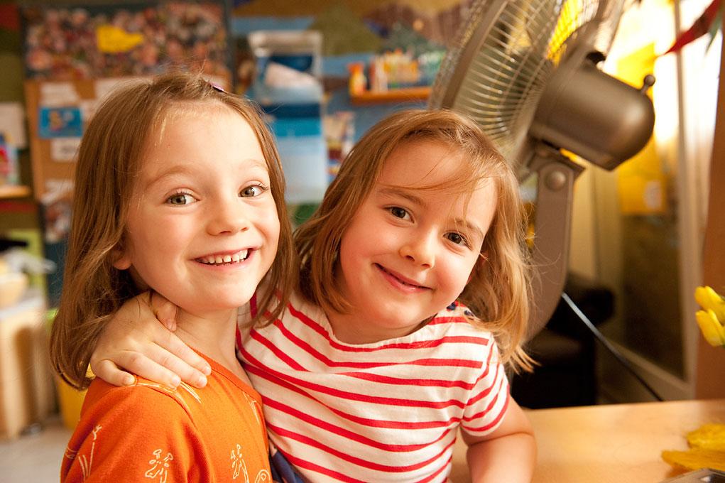 Kindergartenfotografie von 2 Mädchen in Kita |Felix Krammer Fotografie
