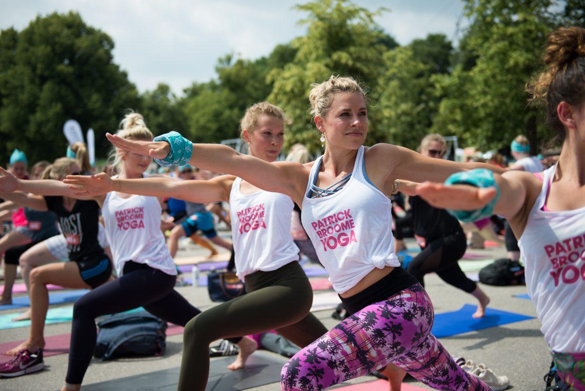 Yogafotografie vom Patrick Broome Yoga Team beim Yogaüben auf dem Wanderlust Festival |Felix Krammer Fotografie