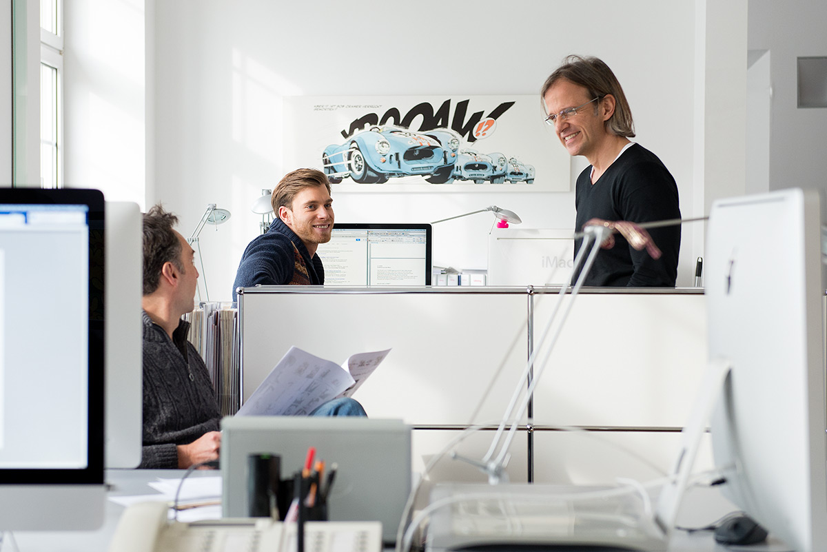 Businessfotografie - Besprechungsituation in Werbeagentur mit 3 Personen |Felix Krammer Fotografie
