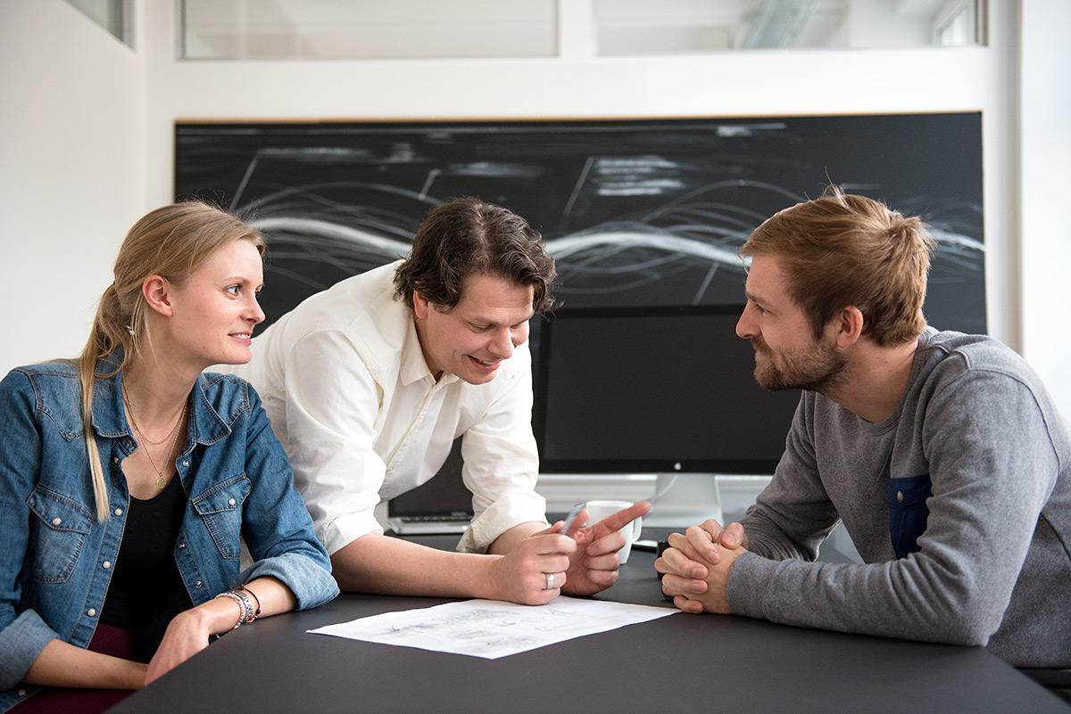 Businessfotografie - Agenturmeeting mit 3 Personen |Felix Krammer Fotografie