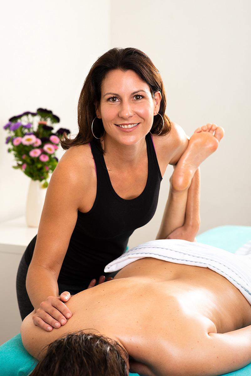 Firmenportrait von Marija Saric während einer Behandlung. |Felix Krammer Fotografie