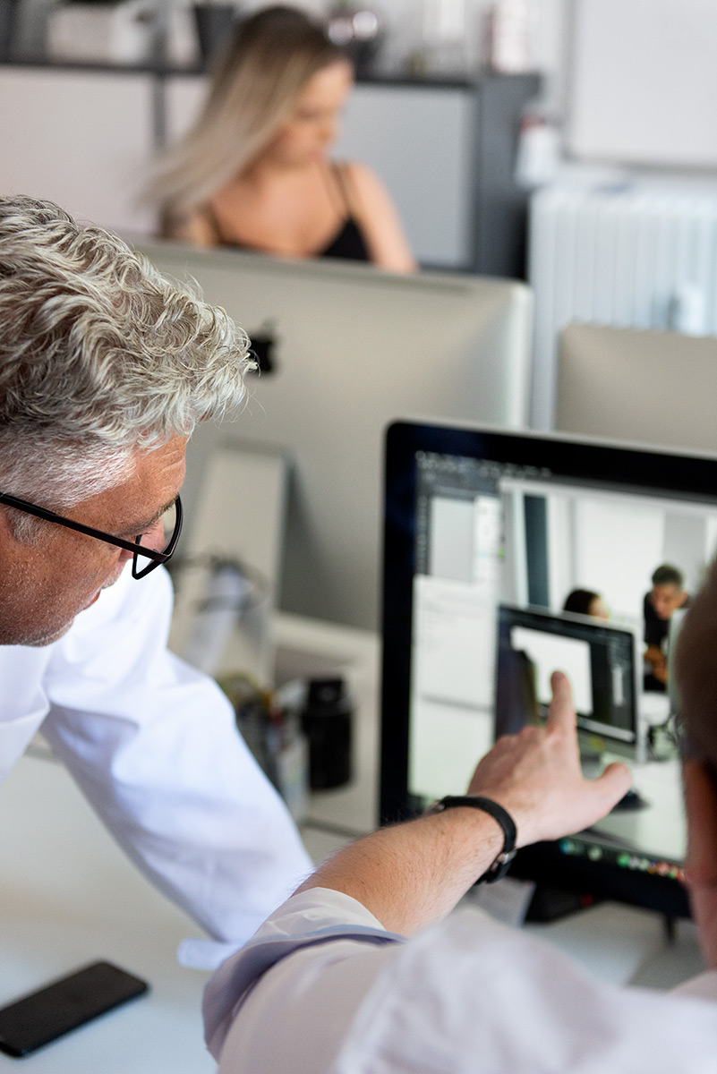 Businessfotografie - Besprechungssituation in der Kreation der Werbeagentur Brandgrad |Felix Krammer Fotografie