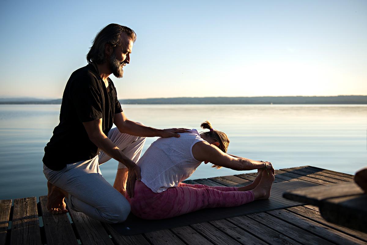 Firmenportrait von Martin Svitek bei einem Yogaassists am Ammersee. |Felix Krammer Fotografie