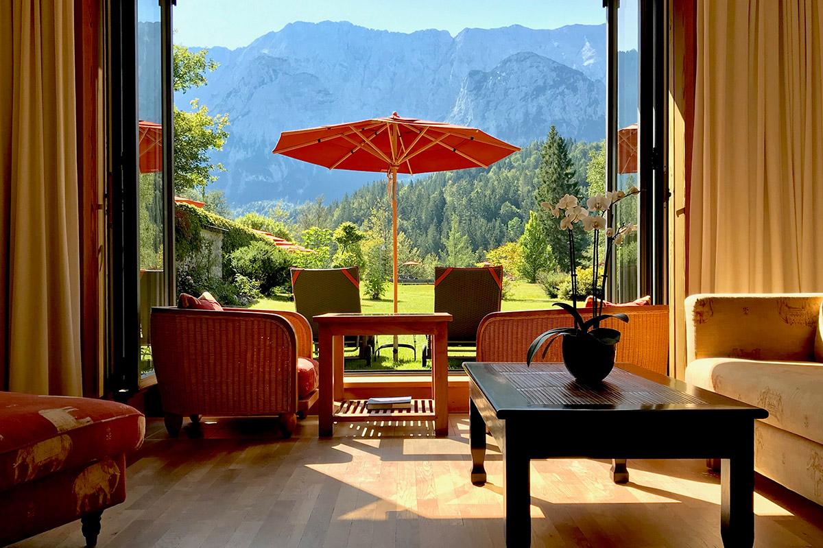 Hotelfotografie einer Suite auf Schloss Elmau mit Blick auf Wettersteinwand |Felix Krammer Fotografie